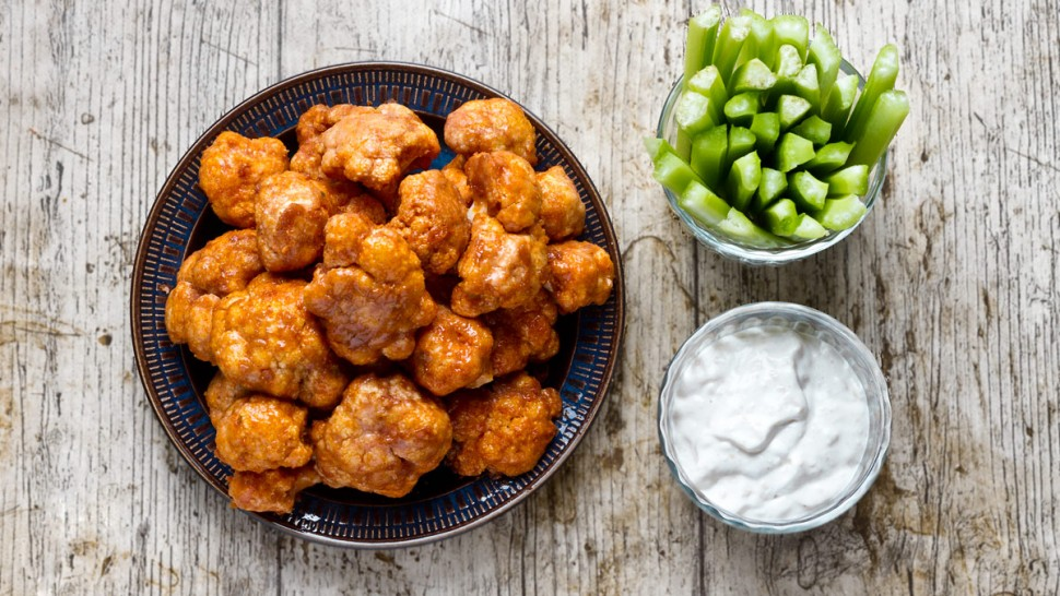 Cauliflower Buffalo Bites and Blue Cheese Dip | www.planticize.com