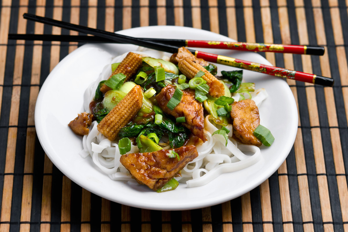 Fried tofu with bok choi and baby corn | www.planticize.com