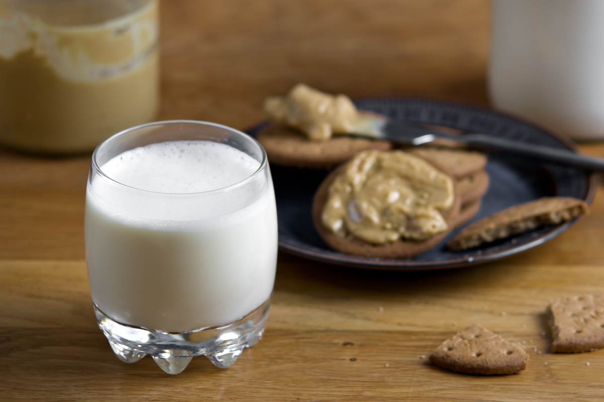 Perfect plant milk plus - the perfect blend of oats and almonds makes the perfect milk | www.planticize.com