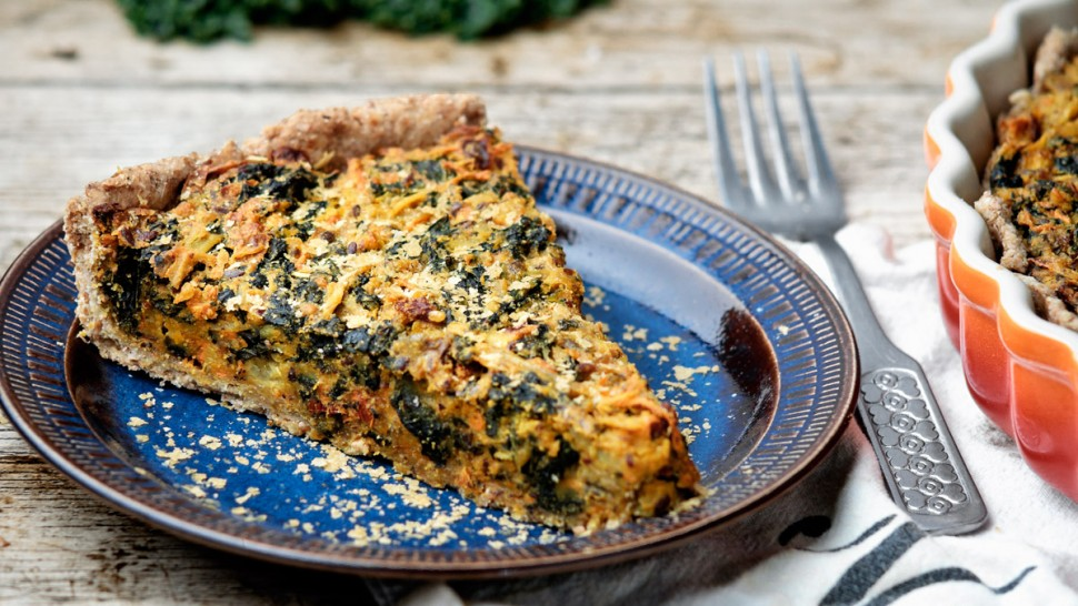 Eggless chickpea and kale quiche | www.planticize.com