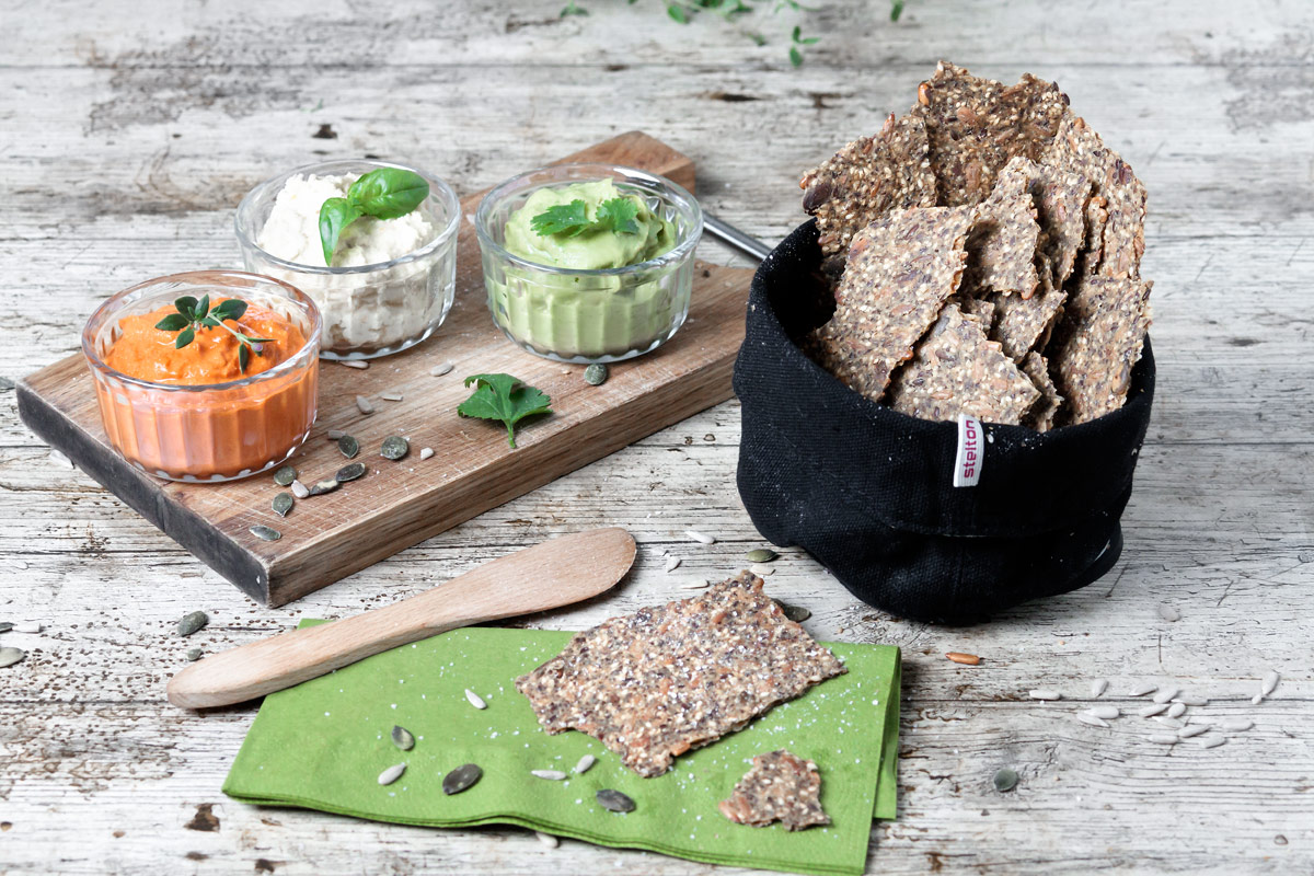 Seed-sational crispbread | www.planticize.com