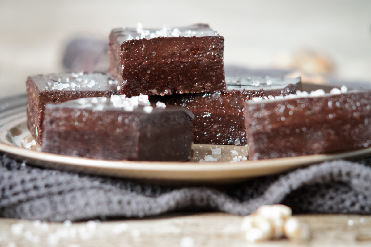Raw brownies with frosting | www.planticize.com