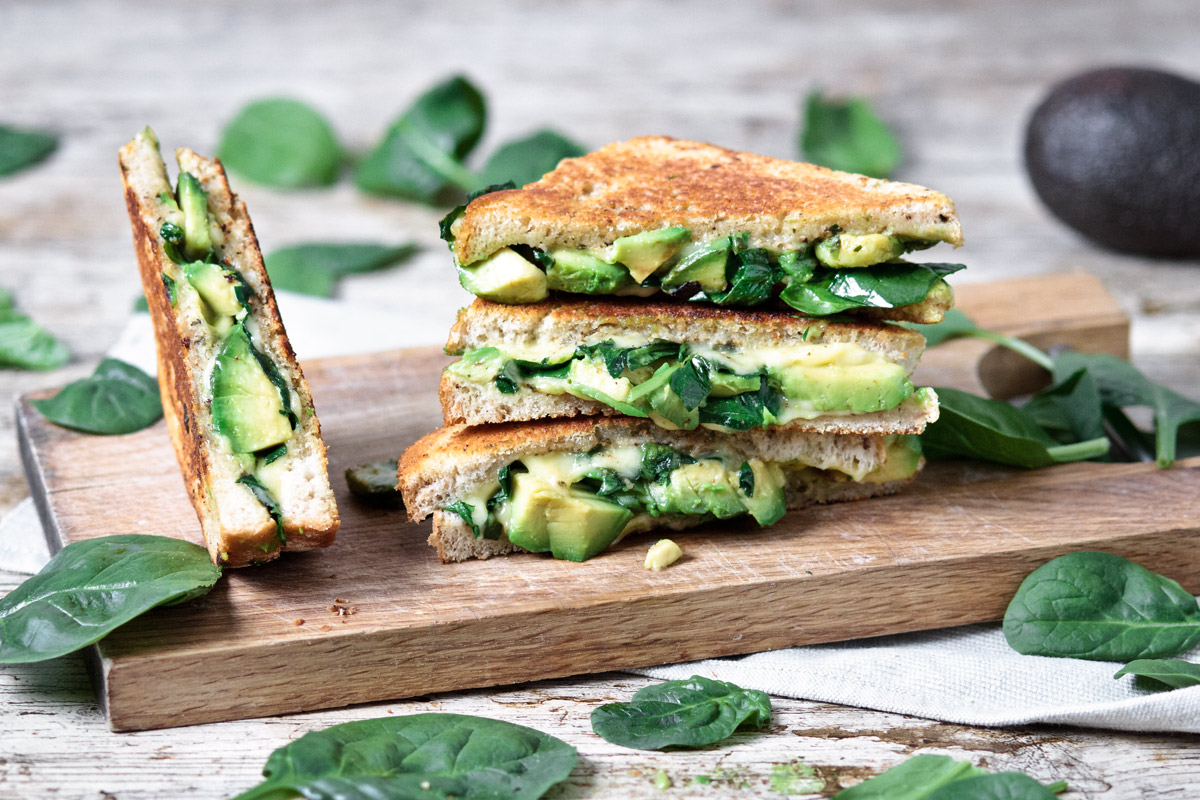 Grilled cheese w/ avocado, spinach and pesto | ww.planticize.com