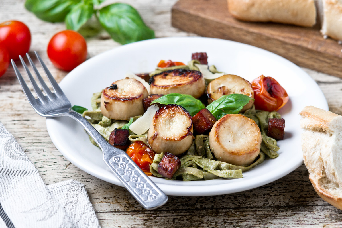 Vegan scallops and pesto pasta | www.planticize.com