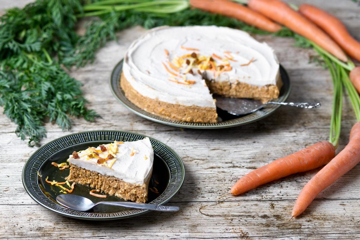 Raw Carrot Cake | www.planticize.com